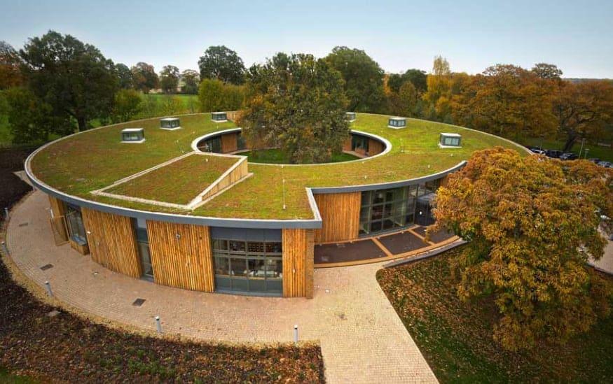 Zeleni krov kružnog oblika